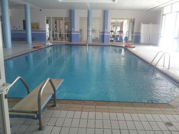 مسبح مركز الملك سلمان الاجتماعي